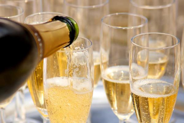 На Новый год шампанское можно будет купить по сниженным ценам