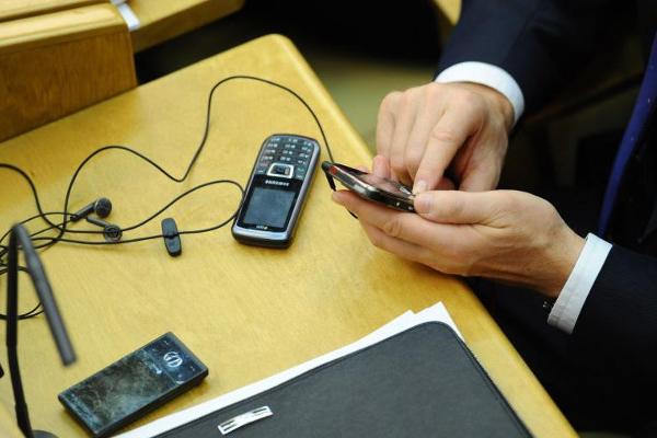 Не дороже 15 тысяч рублей: чиновникам хотят ограничить стоимость телефонов