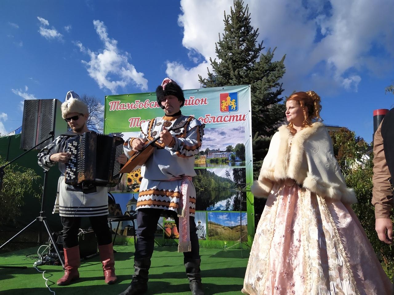 Покровская ярмарка в самом разгаре: чем удивляют тамбовчан города и районы