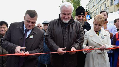 Руководители области и города торжественно открыли фермерский рынок