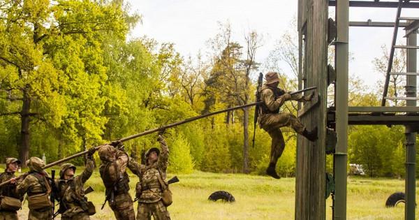 Тамбовский спецназ применил приштурме «живую лестницу»