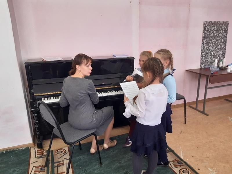 В школе искусств Знаменки показали, на что потратили почти 5 миллионов рублей