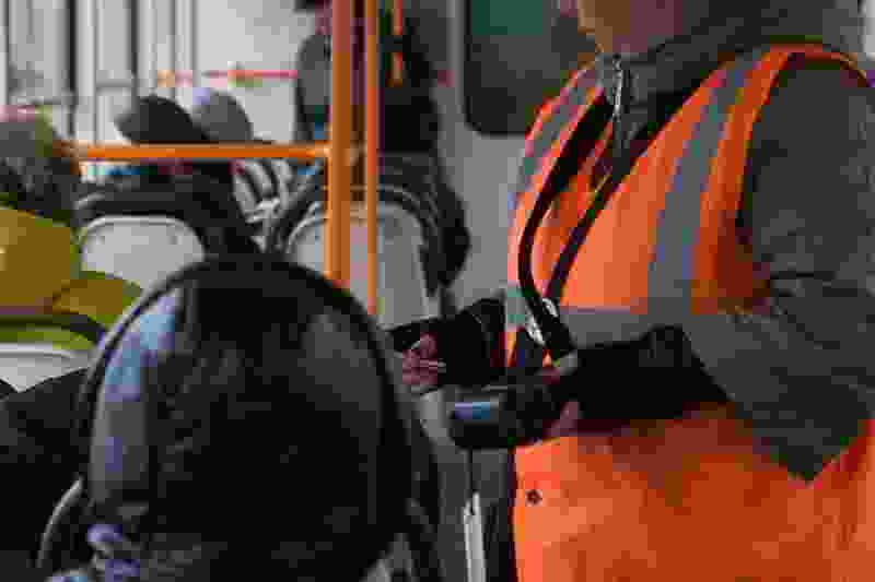 В Тамбове на 18-м маршруте кондуктор заставил ребёнка собирать мелочь на проезд