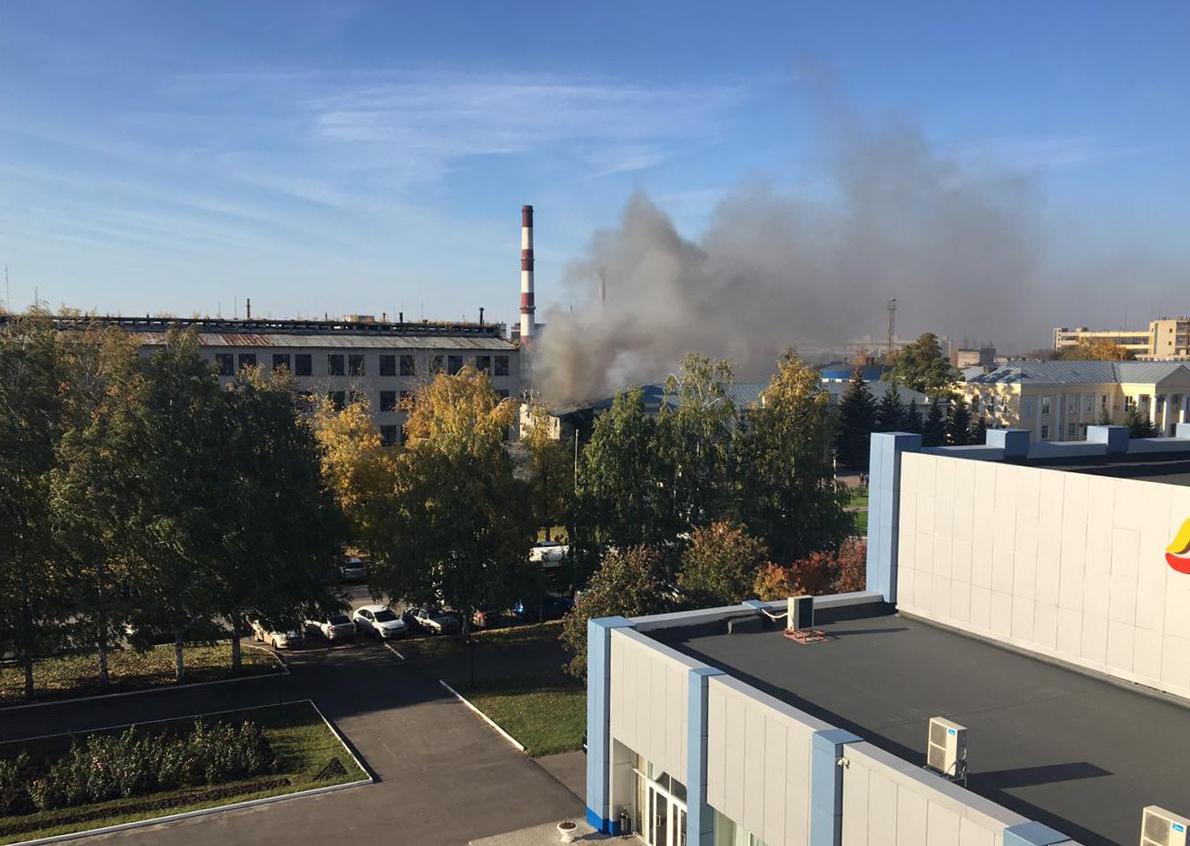 В Тамбове рядом с заводом «Пигмент» горит склад, пострадали двое человек