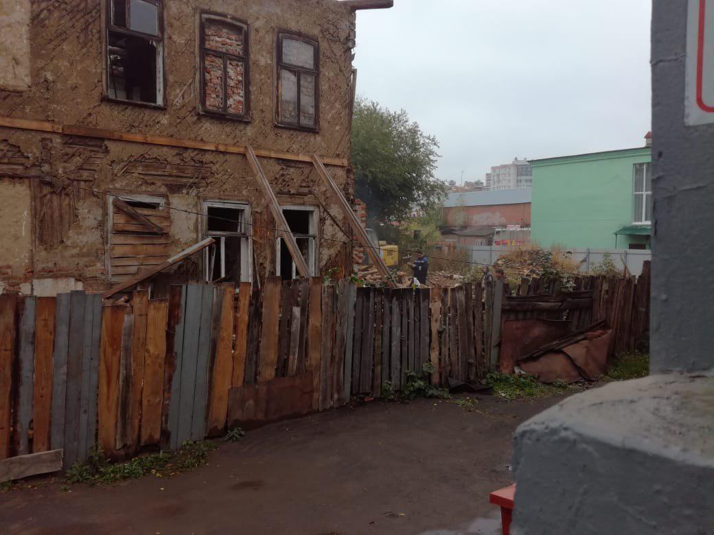 В Тамбове у памятника культурного наследия снесли деревянную пристройку