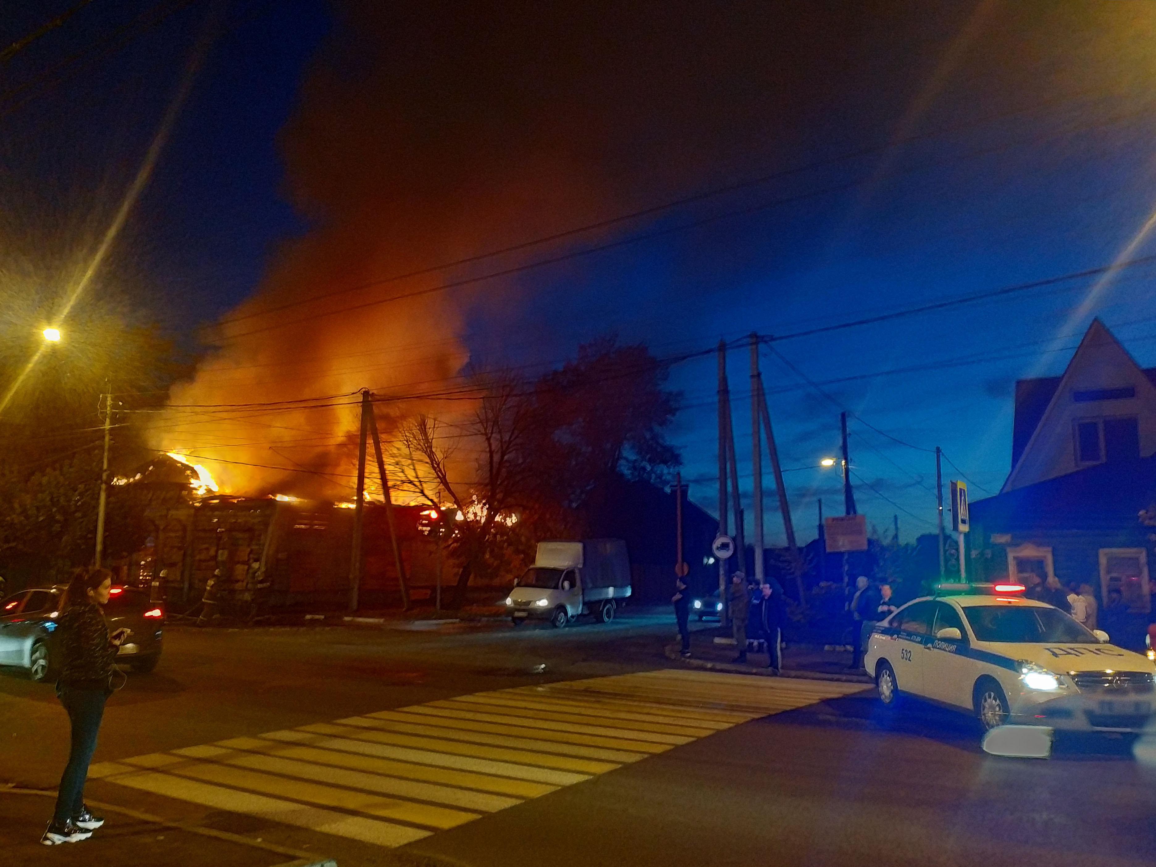 В Тамбове в районе «синего рынка» загорелся разрушающийся памятник культурного наследия регионального значения