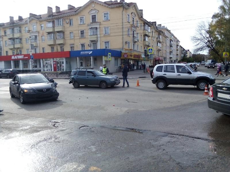 В центре Тамбова из-за тройного ДТП образовался затор