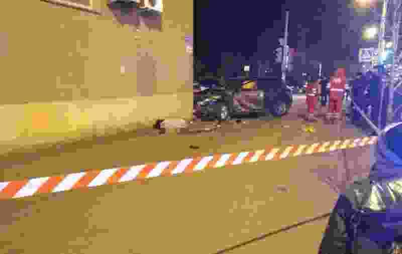 Иномарка, которая вчера в Тамбове протаранила толпу людей и въехала в здание Ростелекома, принадлежит управлению Росимущества