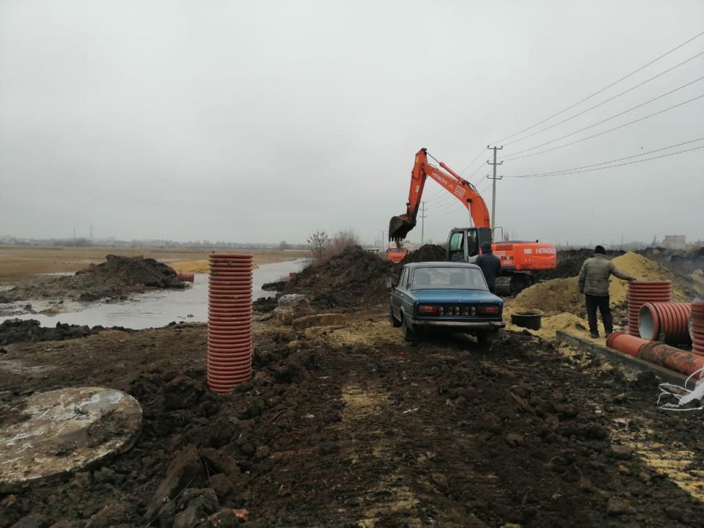 На севере Тамбова ограничили напор воды: из-за не согласованных с водоканалом земляных работ повредили водовод