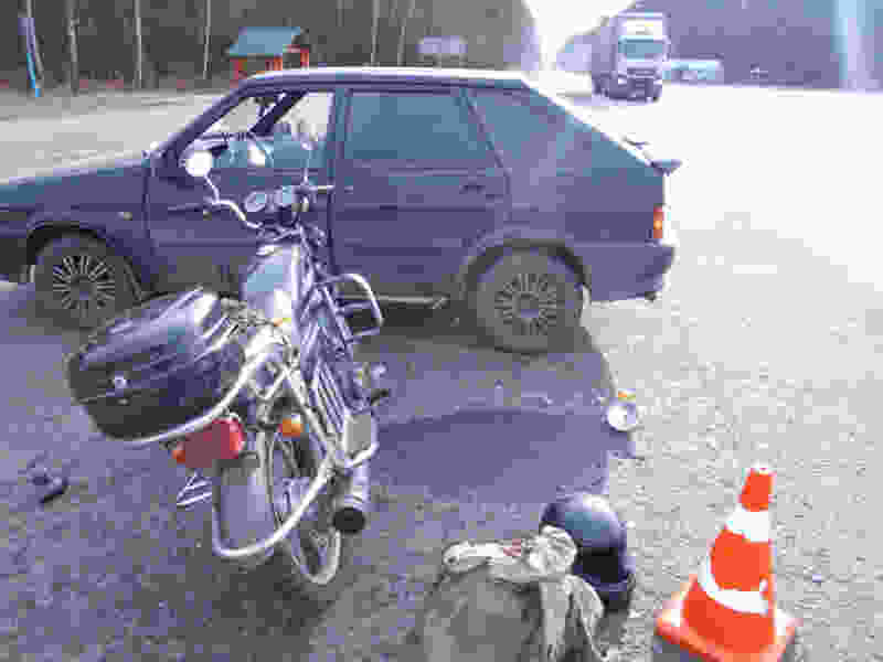 На трассе в Тамбовском районе 71-летний мужчина на мопеде врезался в ВАЗ