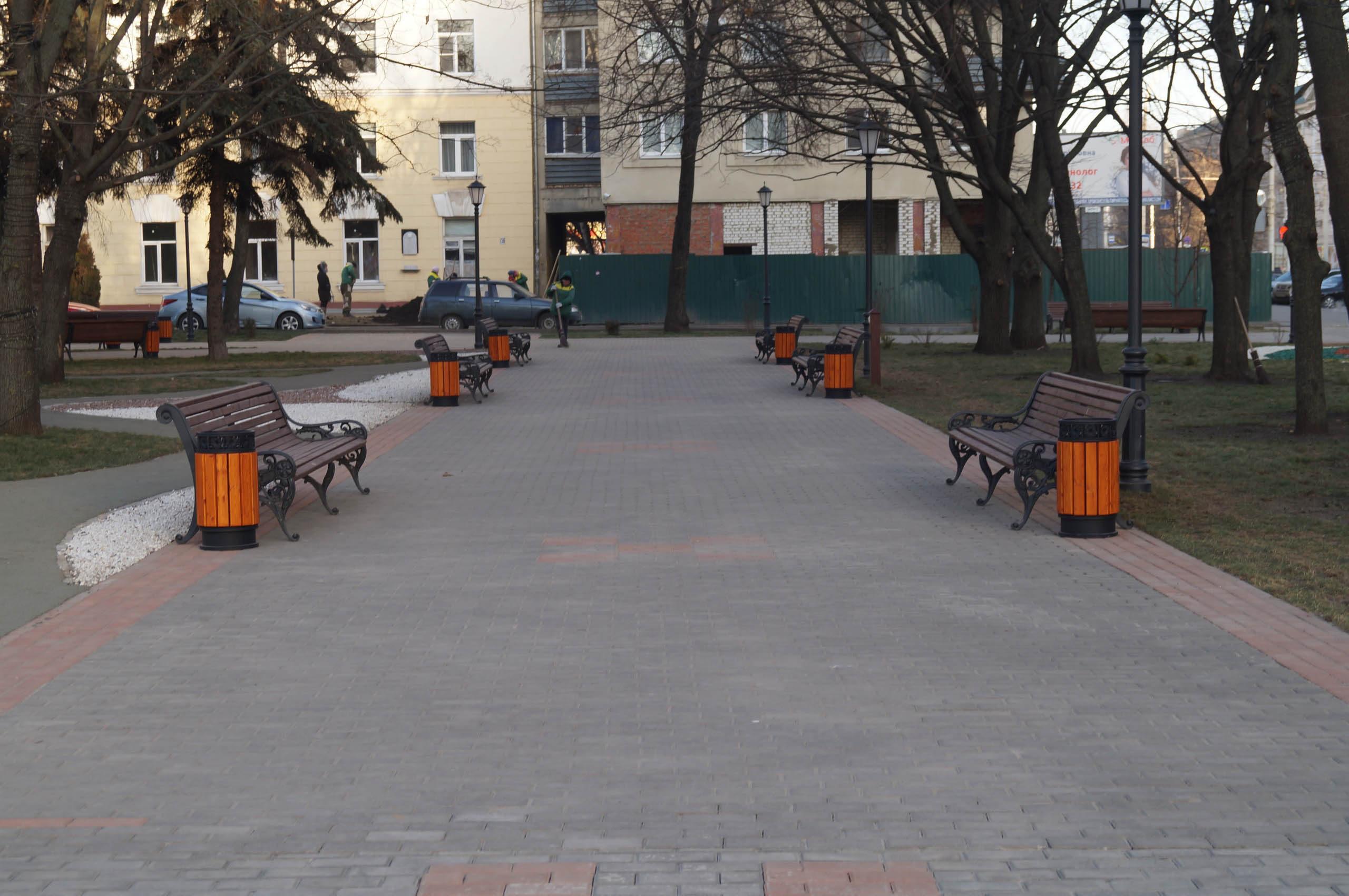 Последние приготовления перед открытием площади Льва Толстого после реконструкции более чем за 50 млн рублей: фото