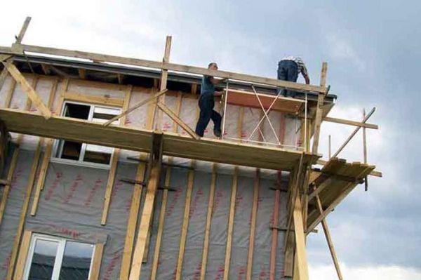 Предпринимателя, на стройке у которого рабочий сорвался с пятиметровой высоты, ждет суд