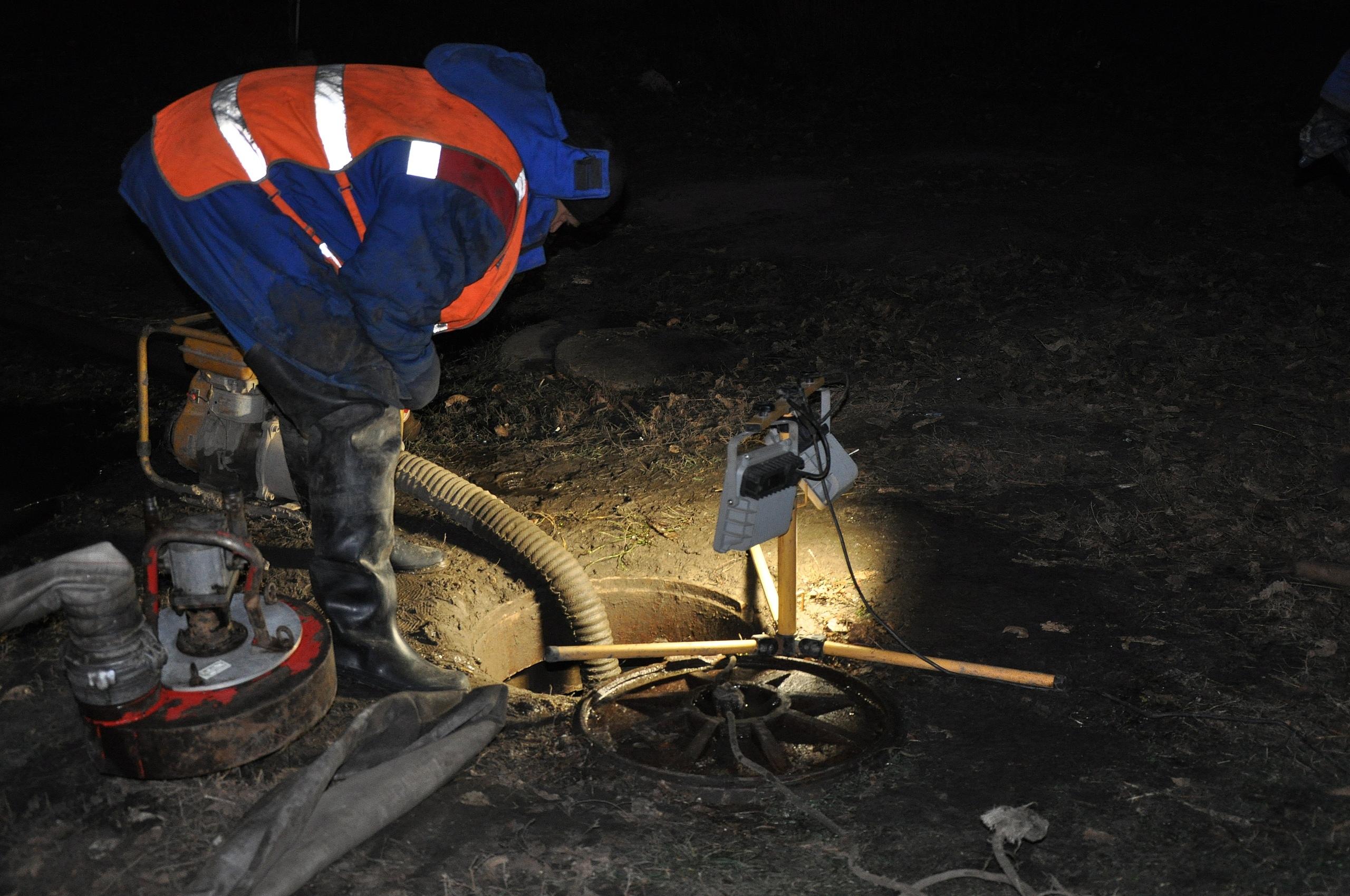 Ремонтные работы на повреждённом водоводе на юге Тамбова продолжаются
