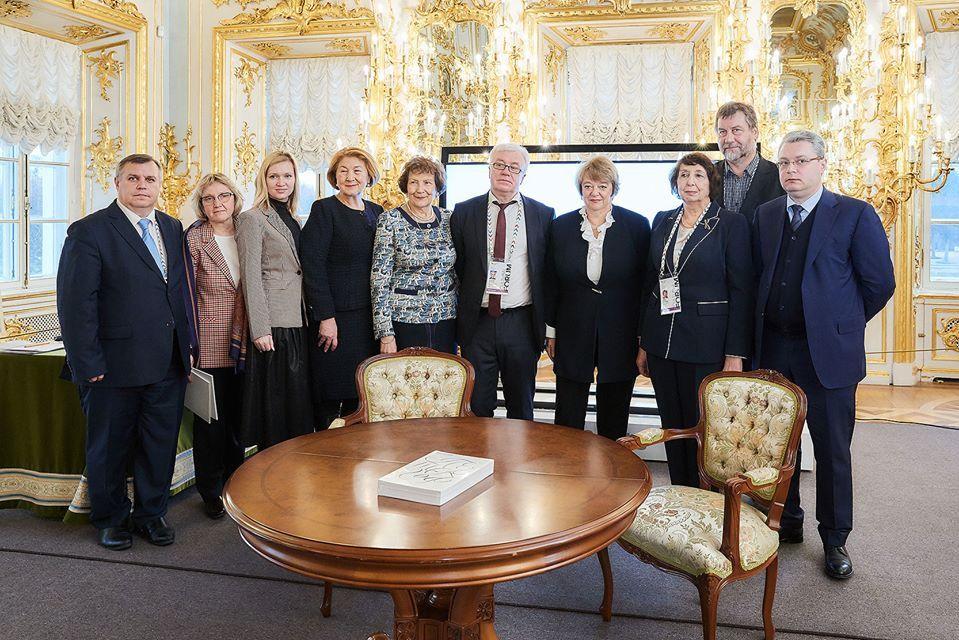 """Тамбовский краеведческий музей и """"Петергоф"""" заключили соглашение о сотрудничестве"""