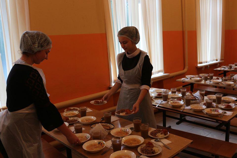 В Рассказовском районе родители продолжают проверять школьное питание