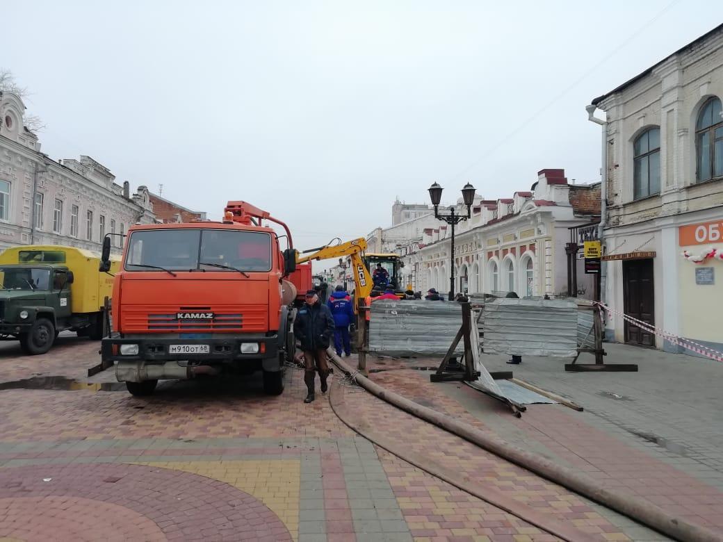 В Тамбове начали устранять коммунальную аварию на коллекторе