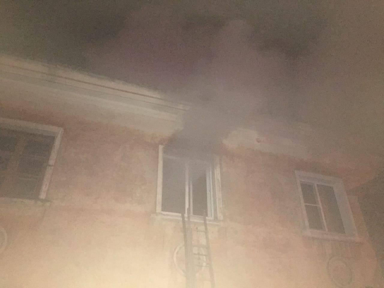 В Тамбове рано утром загорелся двухэтажный многоквартирный дом