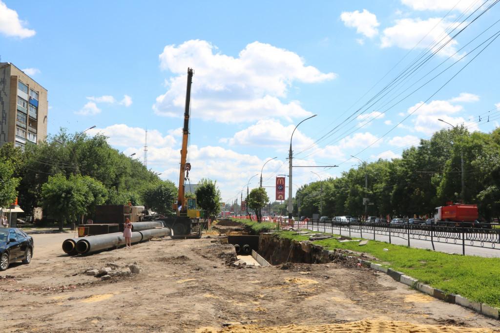 В Тамбове у пешеходного перехода на остановке «Парк Победы» подрядчик больше двух лет не может восстановить тротуар после ремонта теплосети