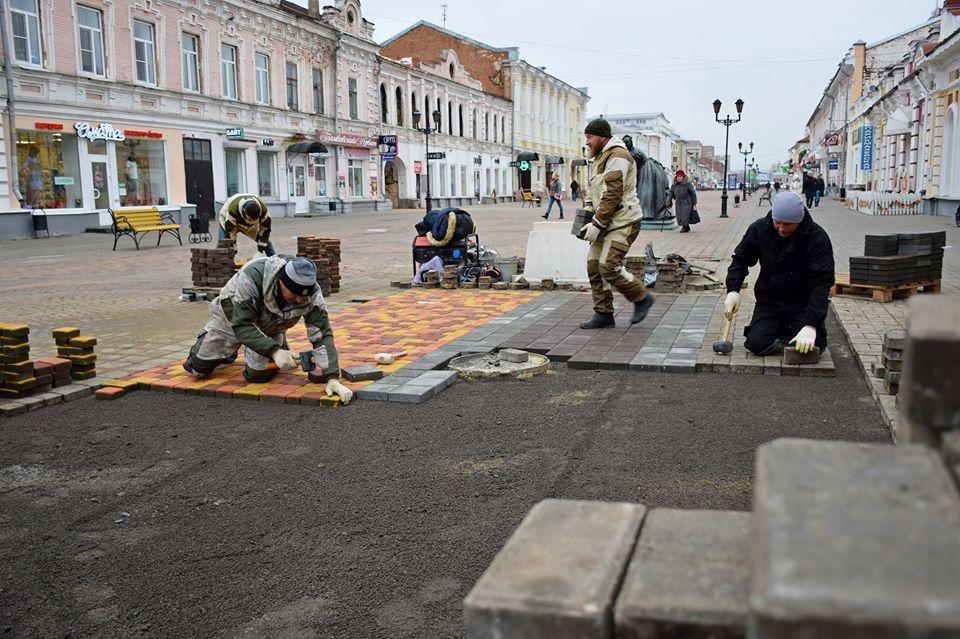 В Тамбове восстанавливают благоустройство Коммунальной после ремонта на коллекторе