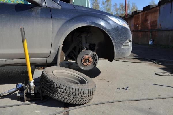 В Тамбовской области мужчина украл колеса с автомобиля