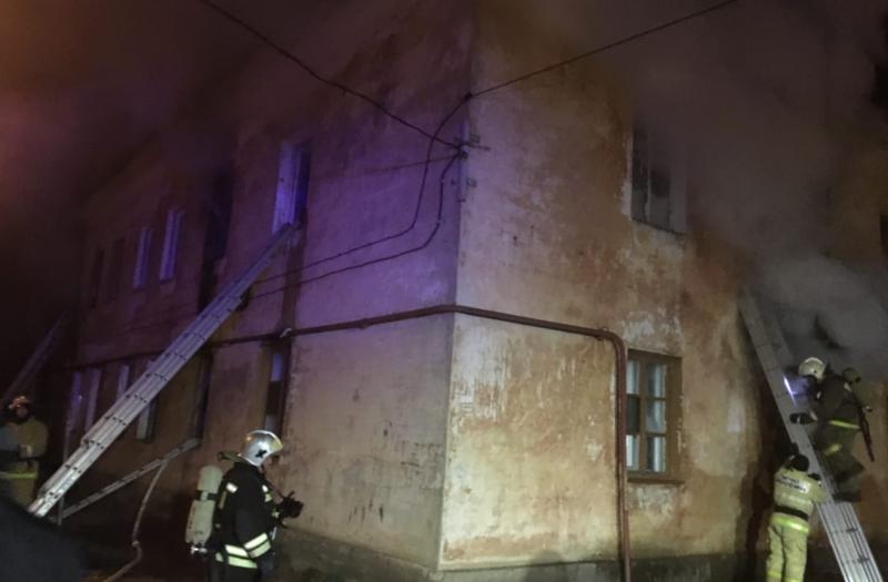 В центре Тамбова произошёл пожар в многоквартирном доме: один человек получил ожоги лица, пятеро остались без жилья