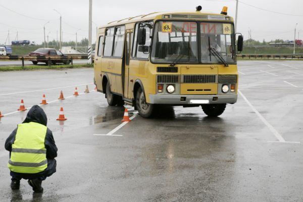 Водители школьных автобусов посоревнуются в скоростном маневрировании