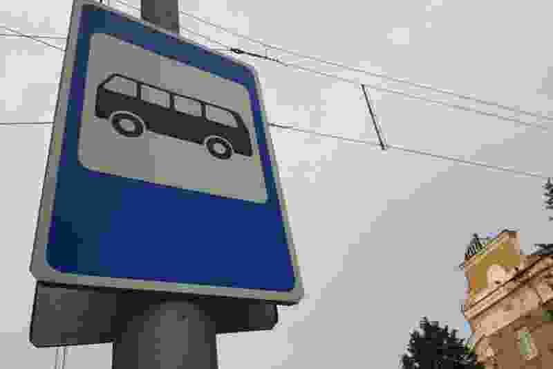 На улице Гагарина в Тамбове сбили остановку