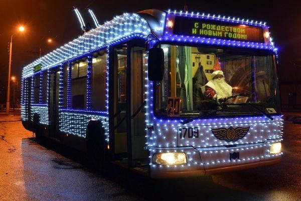 Назван график работы общественного транспорта в новогоднюю ночь