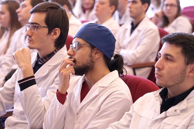 Нейрохирург с мировым именем поделился опытом со студентами ТГУ