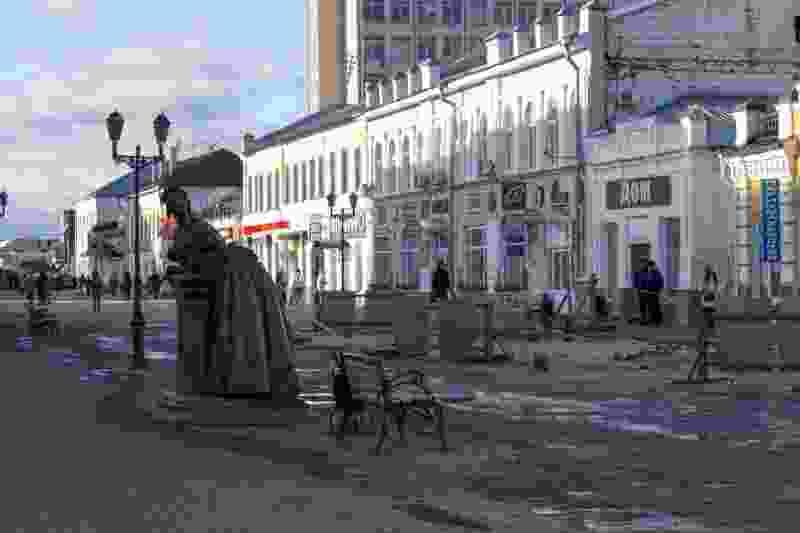 Спустя месяц ремонта после обрушения коллектора на улице Коммунальной памятник Тамбовской казначейше вернули на прежнее место