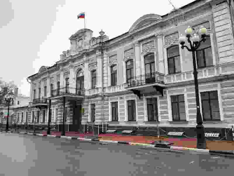 В администрации города Тамбова работают спецслужбы: поступило сообщение о взрывчатом устройстве в здании