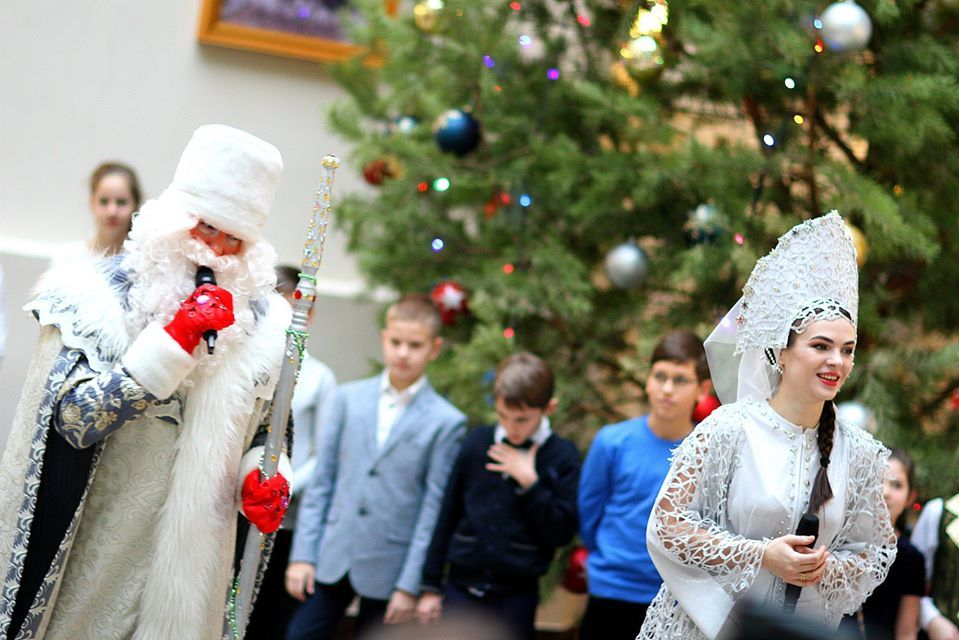 В областной Думе прошла елка для одаренных детей