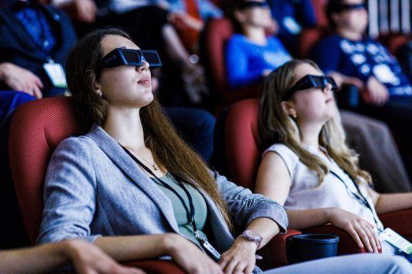 В поселке Первомайский открыли современный 3D кинозал