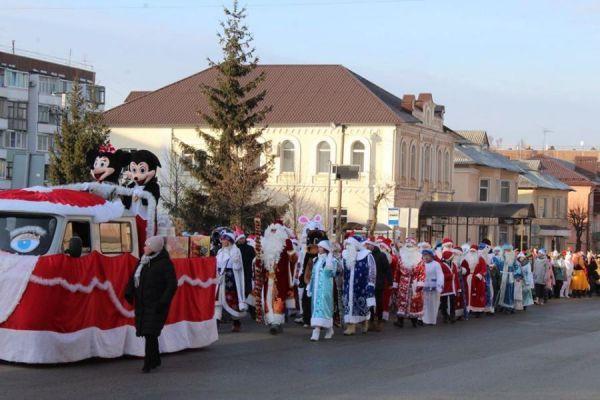 В Рассказово прошёл парад Дедов Морозов и Снегурочек