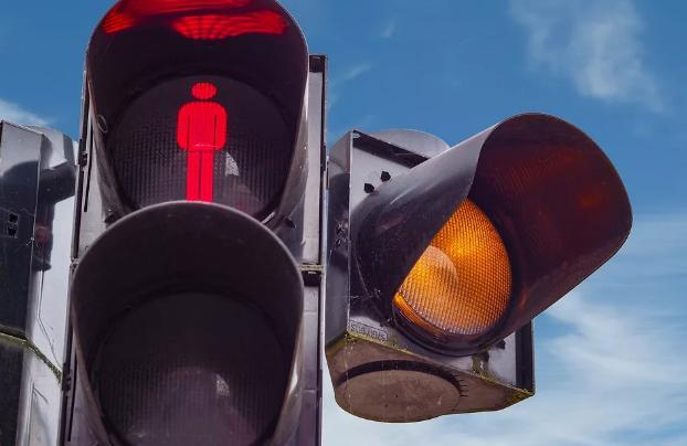 В Тамбове после аварий и жалоб жителей на Магистральной оборудовали дополнительный пешеходный переход и поставили ещё один светофор