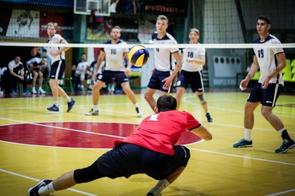 Волейболисты из Тамбова потерпели поражения в предновогоднем туре