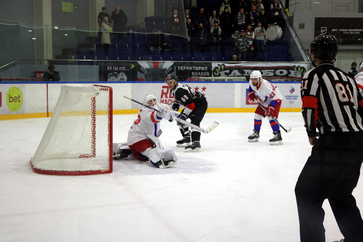 """Хоккеисты """"Тамбова"""" одержали волевую победу, обыграв по буллитам китайский клуб"""