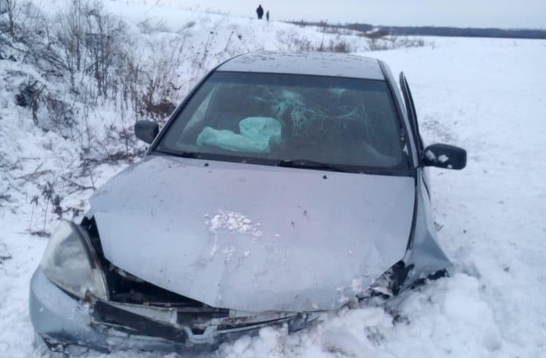На трассе Тамбовской области перевернулась иномарка: пострадали три человека