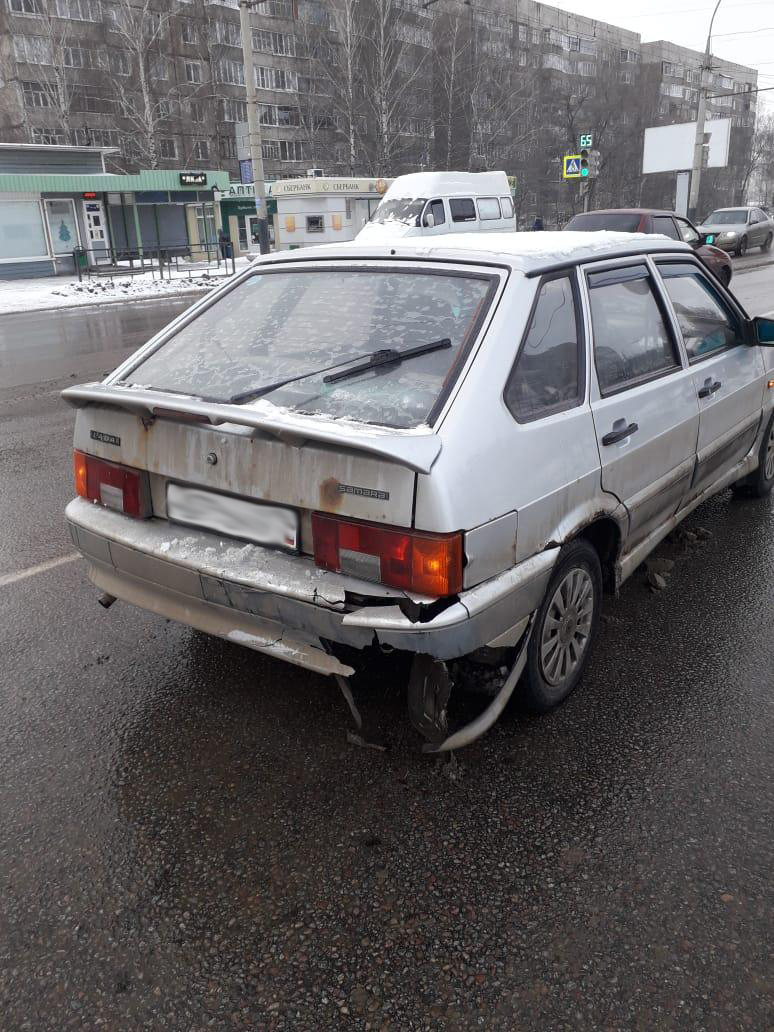 На улице Мичуринской столкнулись два ВАЗа: есть пострадавший