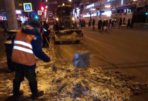 Почти 80 единиц техники приступили к расчистке улиц Тамбова от снега
