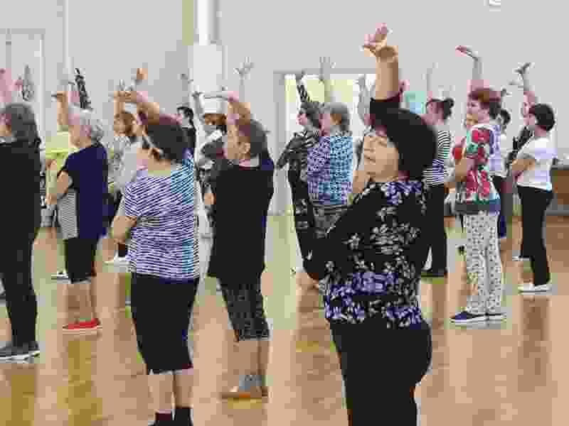 Тамбовские пенсионеры начали осваивать латиноамериканские танцы по партийному проекту «Единой России»