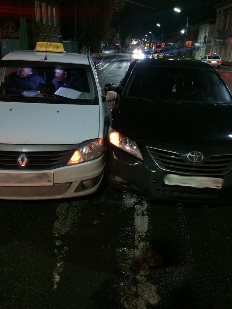 В Мичуринске дорогу не поделили две иномарки: один водитель в больнице