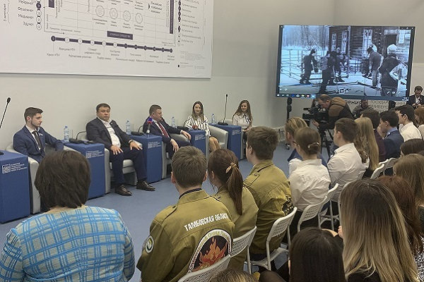В преддверии Дня студента губернатор Александр Никитин встретился со студентами ТГУ