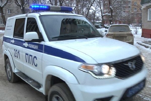 В Тамбове полицейские задержали воров, сливавших бензин с легковушек