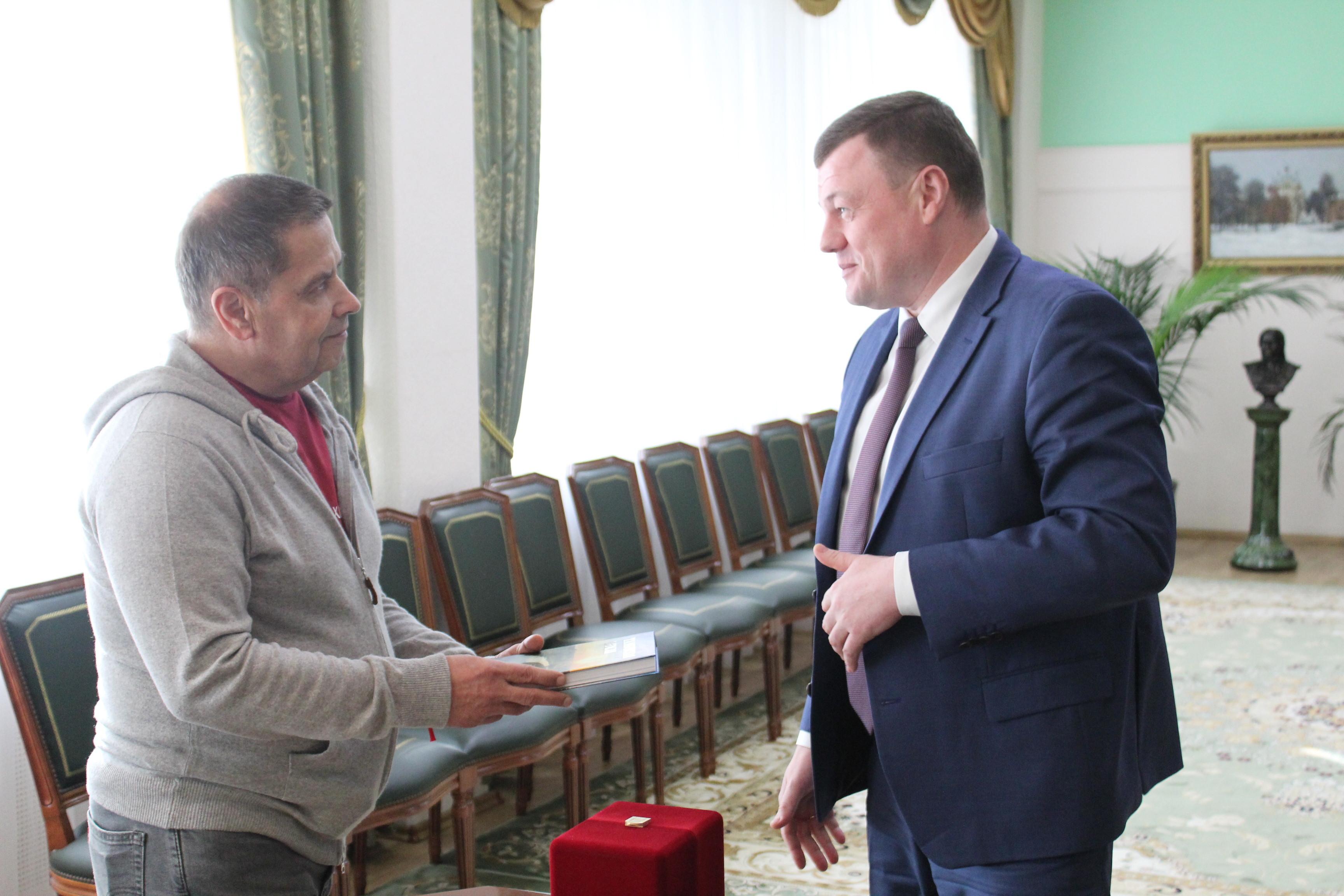 """Александр Никитин встретился с лидером группы """"Любэ"""""""