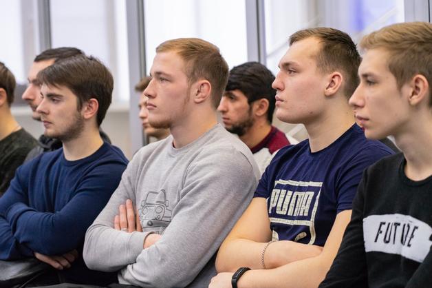 Студентам ТГУ рассказали о службе в научной роте