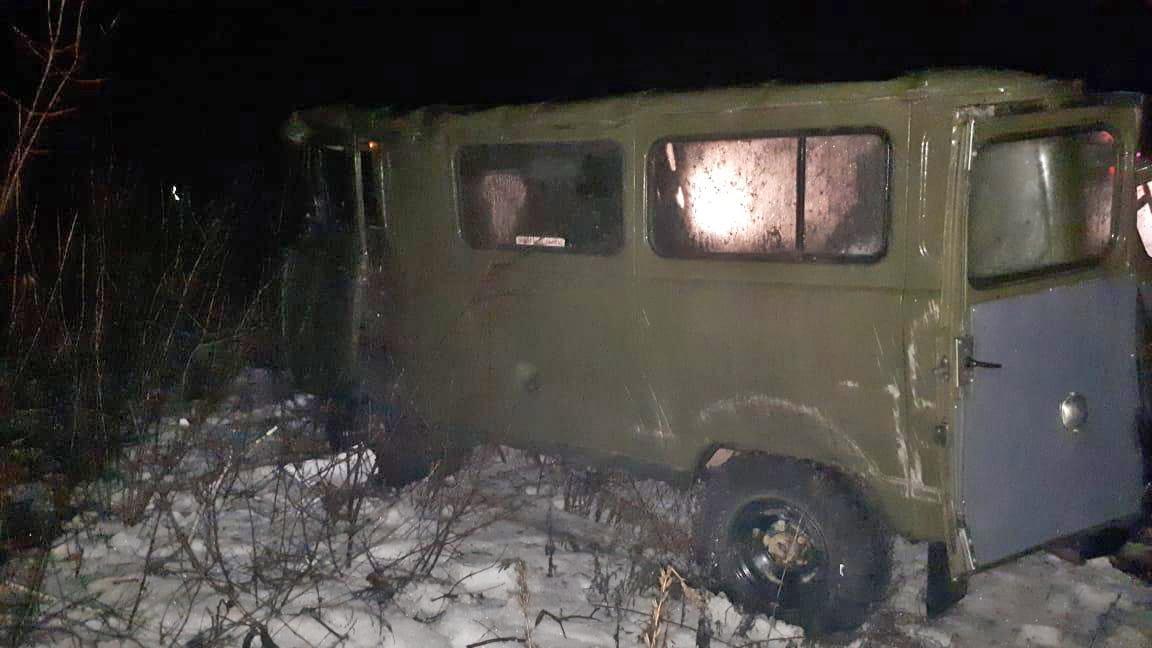 """В Сосновском районе """"УАЗ"""" перевернулся в кювет: пострадали четыре человека"""