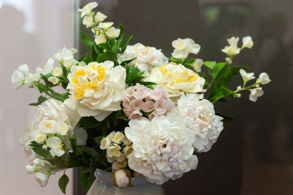 В Тамбове открылась уникальная выставка цветов из холодного фарфора