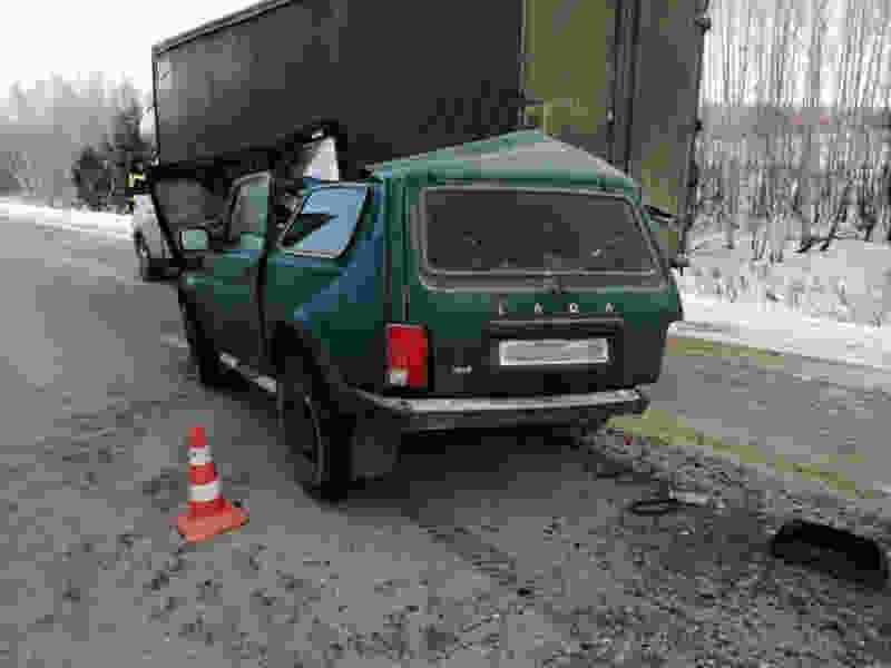 В Тамбовской области «Нива» въехала в грузовик: есть пострадавшие