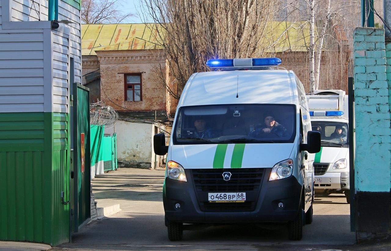 Автотранспорт для перевозки осужденных оборудовали спецсигналами